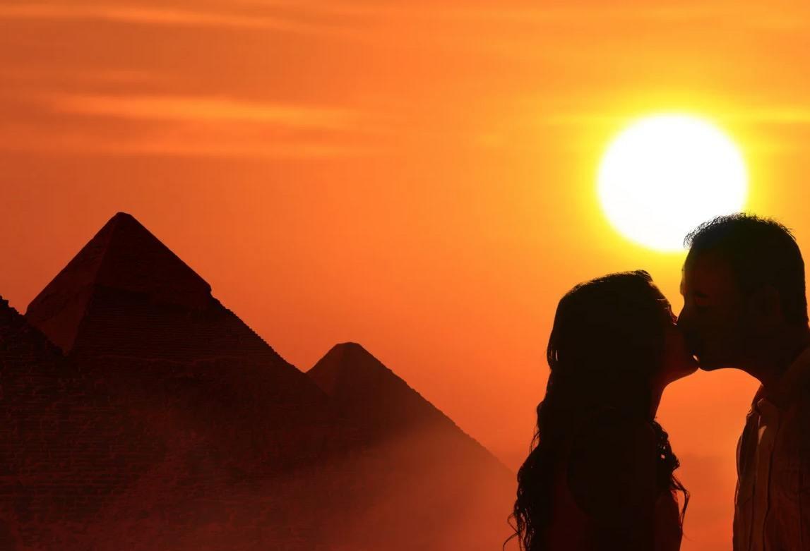 Влюбленная пара в Египте