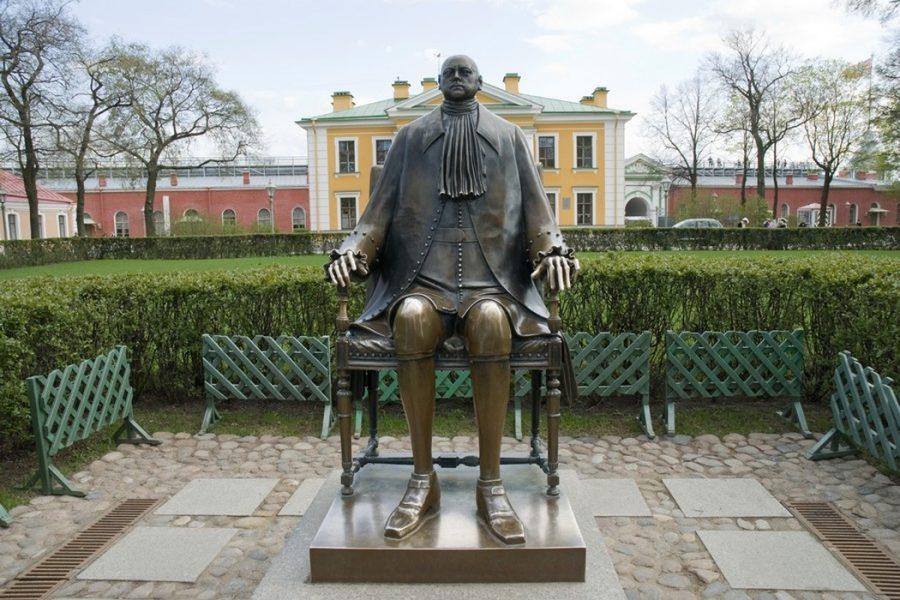 Памятник Петру Великому в Санкт-Петербурге в Петропавловской крепости