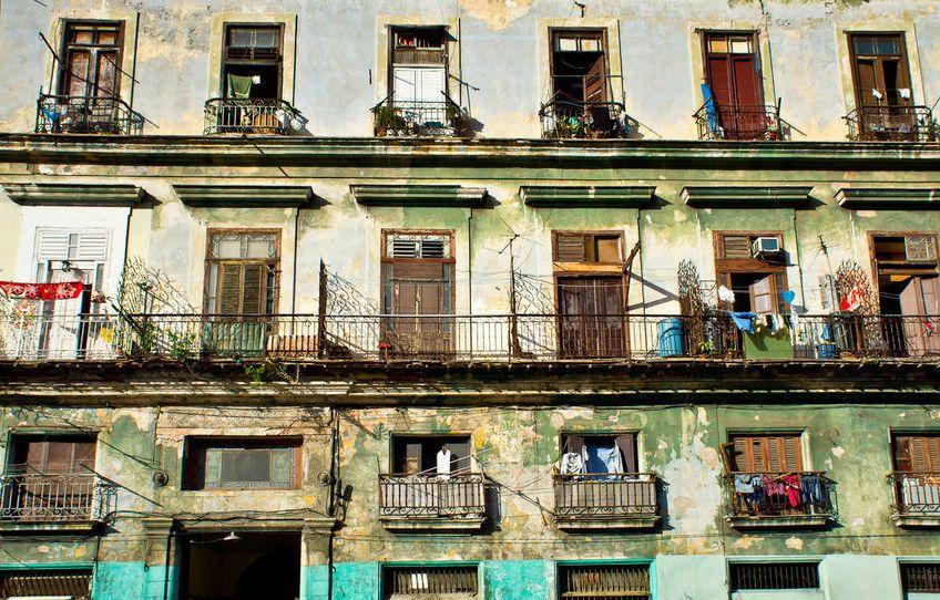 На Кубе не ставят стекла в окна