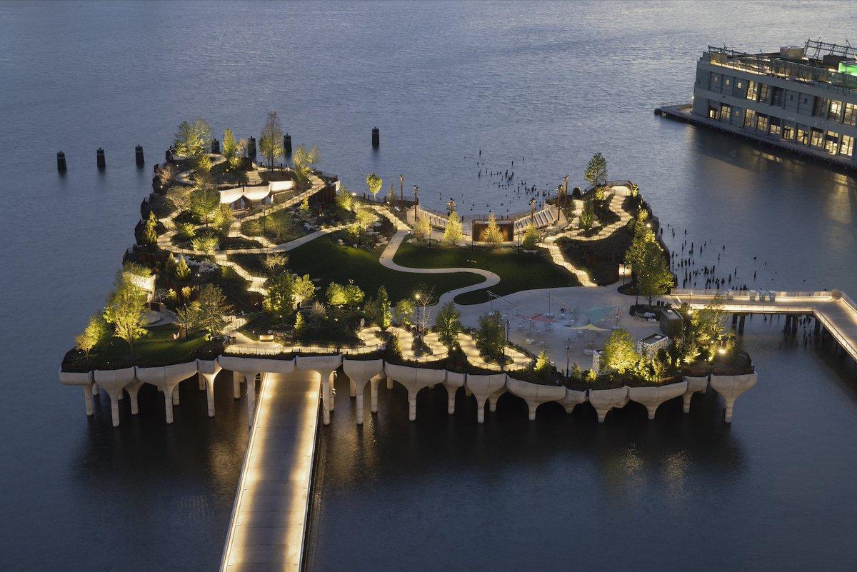 Парк Маленький остров у реки Гудзон