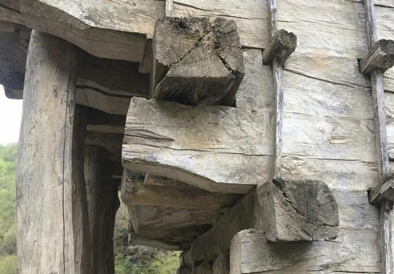 200-летний деревянный мост в Дагестане